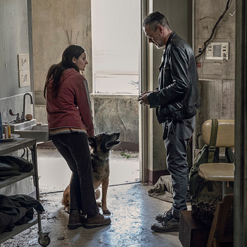 Cassady McClincy as Lydia, Jeffrey Dean Morgan as Negan- The Walking Dead _ Season 10, Episode 15
