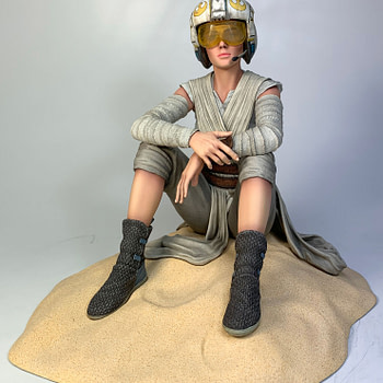 Rey Warms Our Hearts in New Exclusive Star Wars Gentle Giant Statue