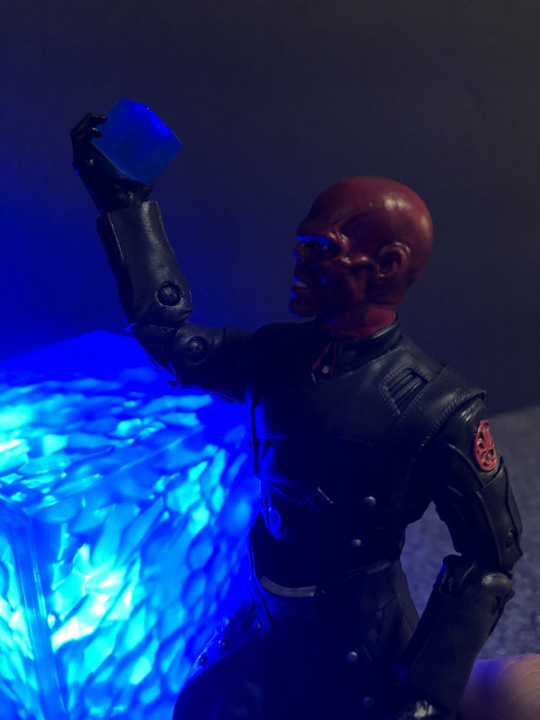 Marvel Legends SDCC Exclusive Red Skull and Tesseract12