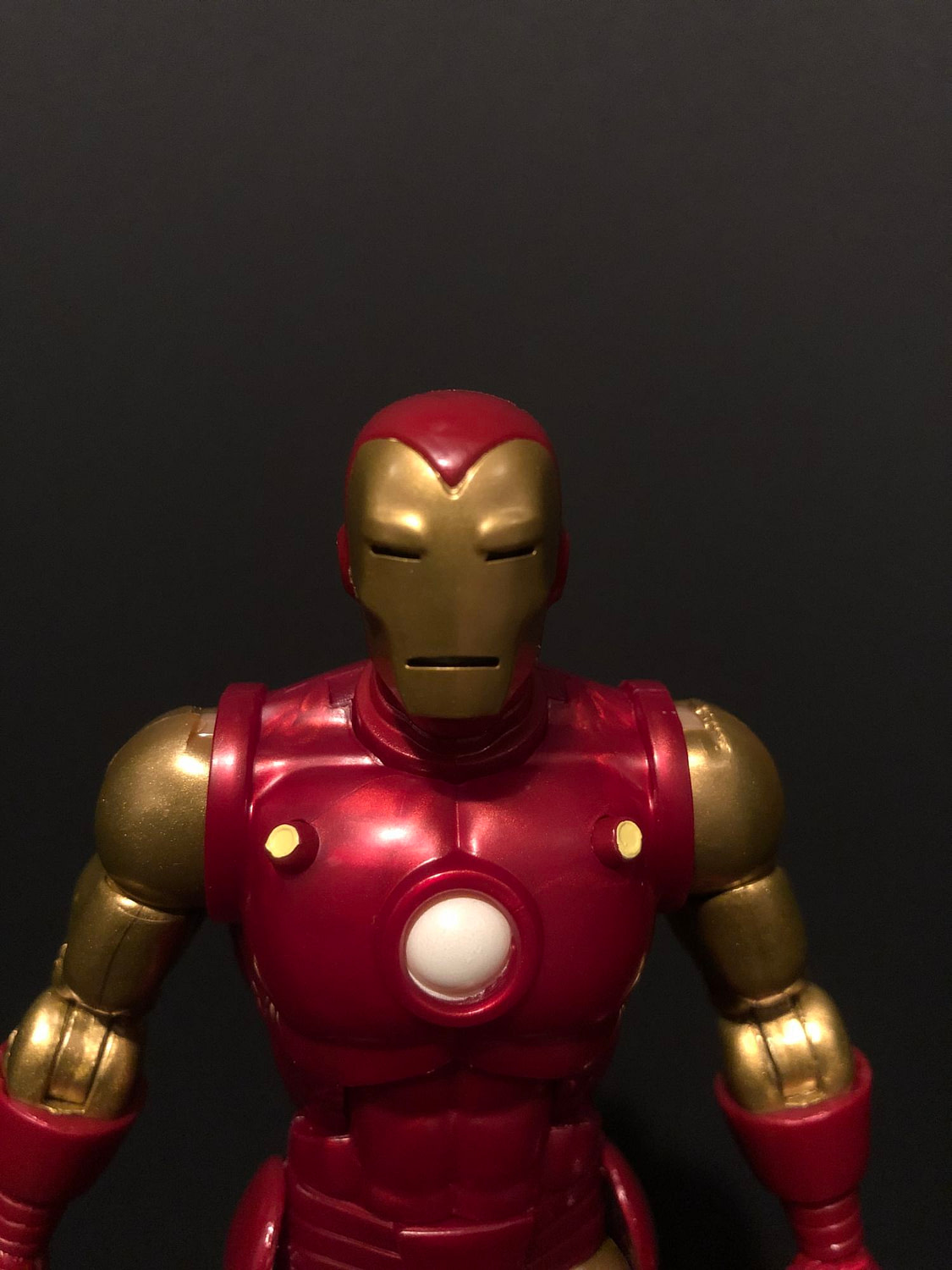 Marvel's 80th Anniversary Iron Man Marvel Legends Figure [Review]