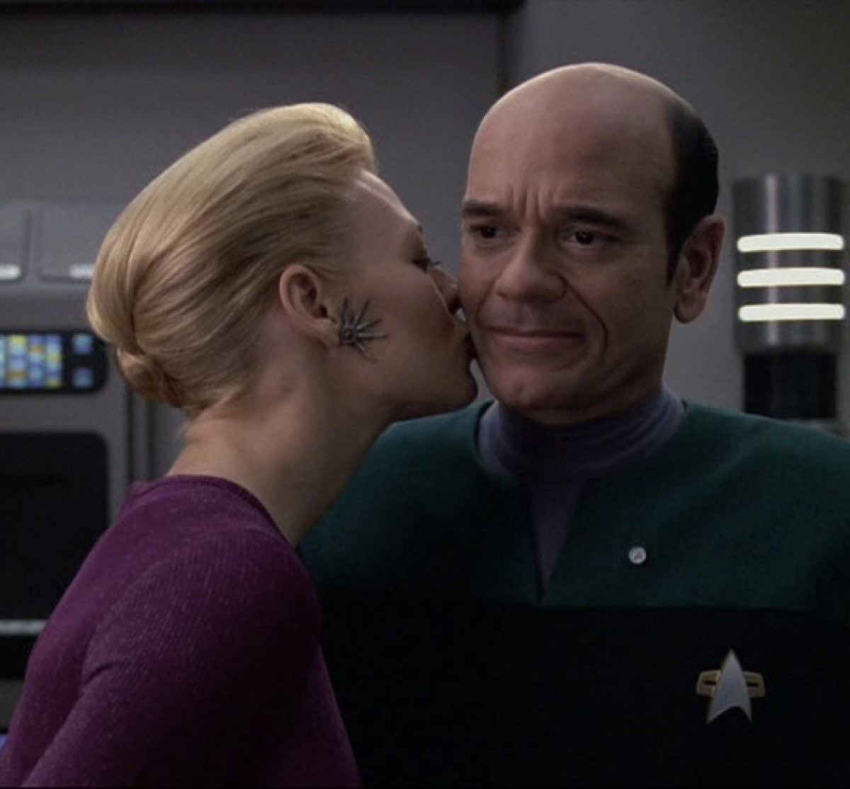 """Star Trek: Picard"" - CBS Interested In Return Of Voyager's Holographic Doctor, Robert Picardo"