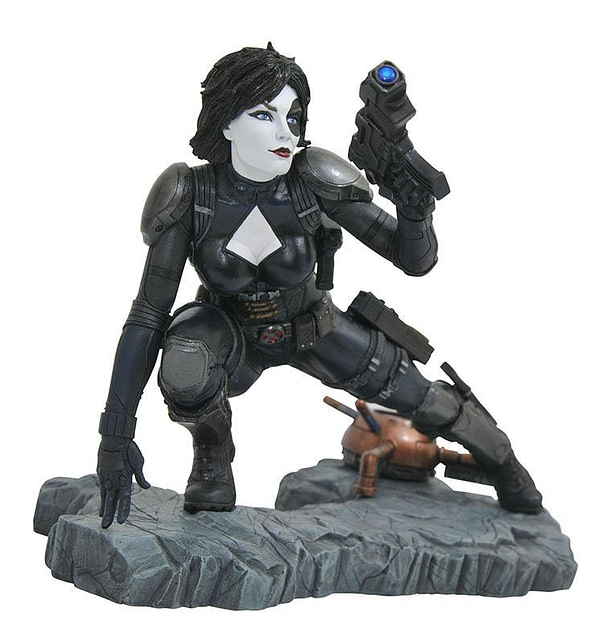 Diamond Select Toys Domino Resin Statue
