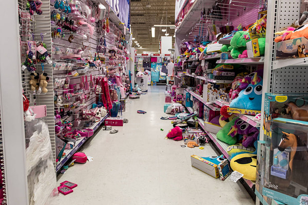 toys r us closing, march 2018