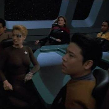 """Voyager"":Tim Russ Posts Cast Selfie Reunion on ""Star Trek"" Cruise"