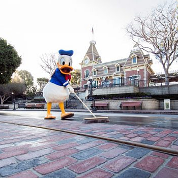 donald duck Main Street USA