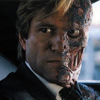 Batman: Aaron Eckhart Says Heath Ledger Joaquin Phoenix Set Performance Bar
