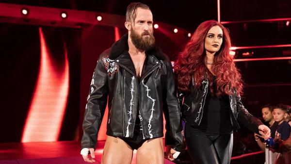 Mike et Maria Kanellis se dirigent vers le ring, gracieuseté de la WWE.