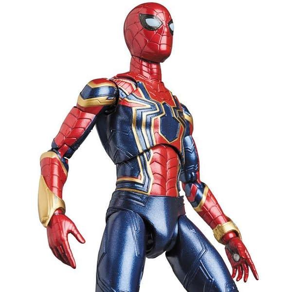 MAFEX Iron Spidey Infinity War 11