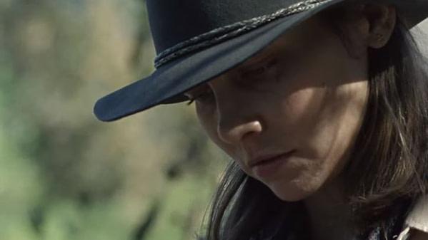 Maggie de Lauren Cohan lit la lettre de Carol dans The Walking Dead saison 10, gracieuseté d'AMC.
