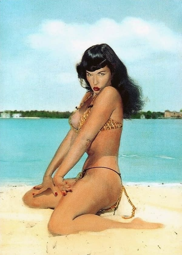 Dynamite Bettie Page by Terry Dodson Black /& White Edition Resin Statue