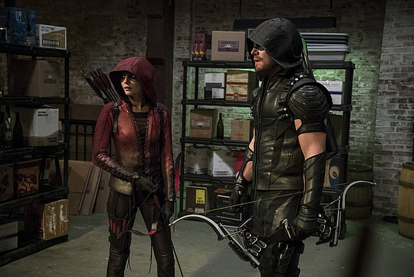 "Arrow -- ""The Candidate"" -- Image AR402A_0527b-- Pictured (L-R): Willa Holland as Speedy and Stephen Amell as The Arrow -- Photo: Katie Yu /The CW -- © 2015 The CW Network, LLC. All Rights Reserved."
