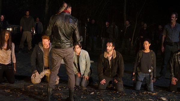 Michael Cudlitz dans le rôle d'Abraham et Jeffrey Dean Morgan dans le rôle de Negan dans The Walking Dead, gracieuseté d'AMC Networks.