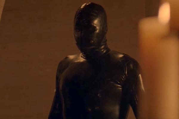 Rubber Man apparaît dans American Horror Story, gracieuseté de FX Networks / AHS.