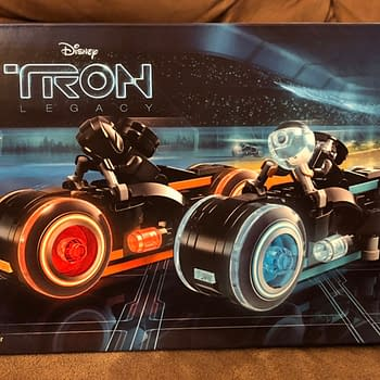 Lets Take a Look at the LEGO Ideas Tron: Legacy Set