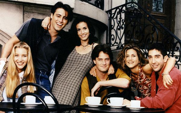 Courtney Cox, Jennifer Aniston, Lisa Kudrow, Matt LeBlanc, Matthew Perry et David Schwimmer reviennent pour une réunion d'amis, gracieuseté de NBCUniversal.