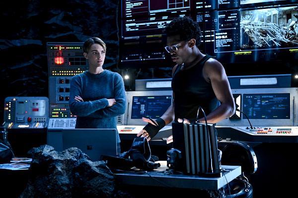 Ruby Rose comme Kate Kane et Camrus Johnson comme Luke Fox dans Batwoman, gracieuseté de The CW.