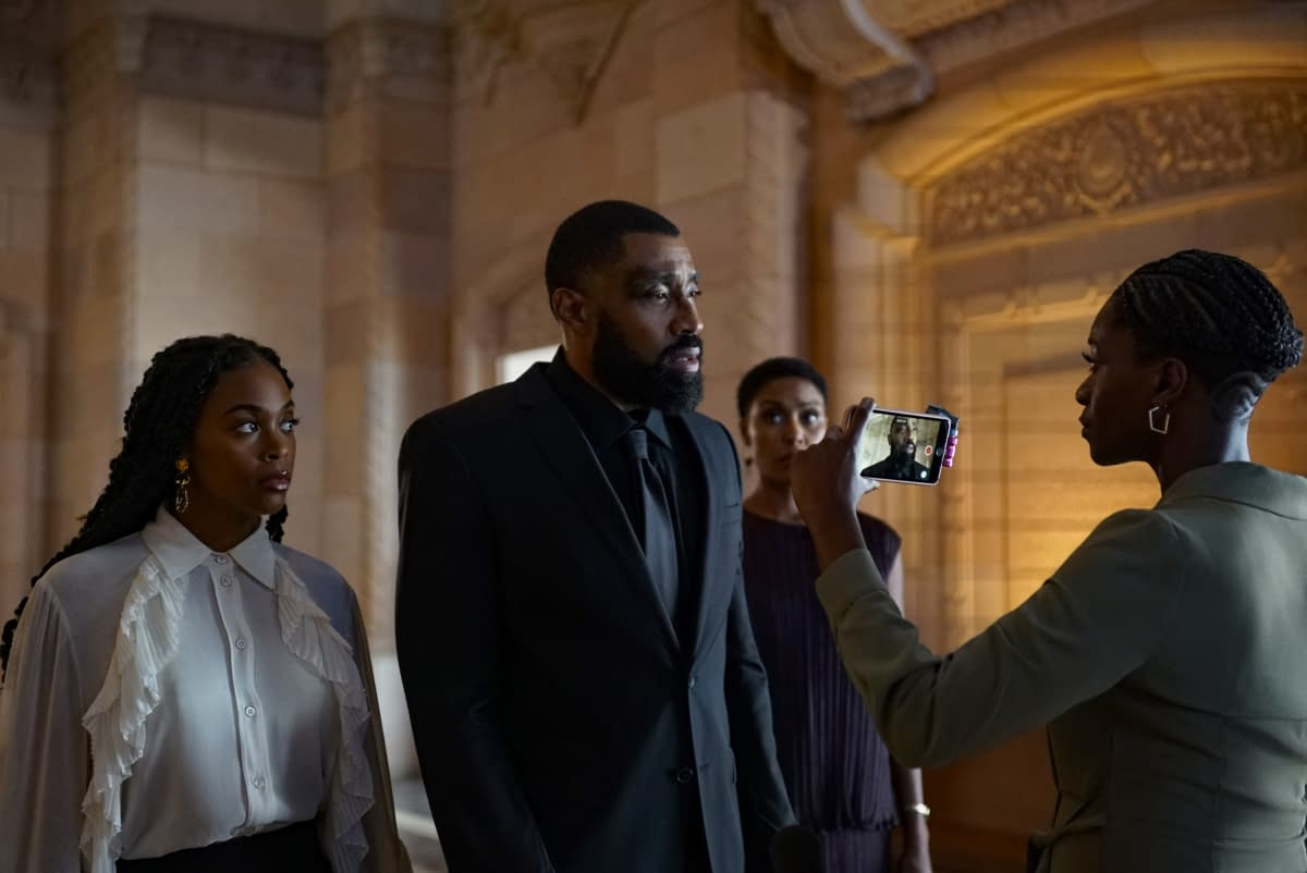 """""""Black Lightning"""" Season 3 """"The Book of Resistance: Chapter One"""": Jefferson Finds Himself Caught Between Freeland & Family [PREVIEW]"""