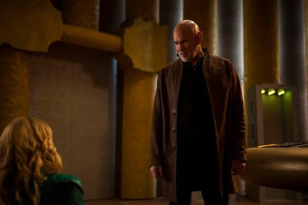 Cara Buono as Gamemnae and Mitch Pileggi as Rama Khan Melissa Benoist on Supergirl, courtesy of The CW.
