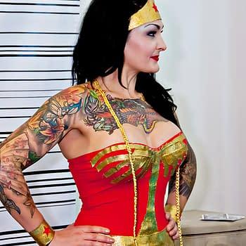 When Wonder Woman Gets Mistaken as a Cosplayer.