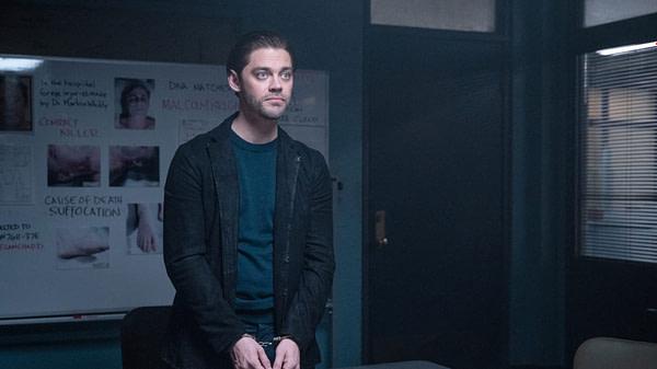 Tom Payne dans le rôle de Bright dans la finale de la saison de Prodigal Son, gracieuseté de FOX.