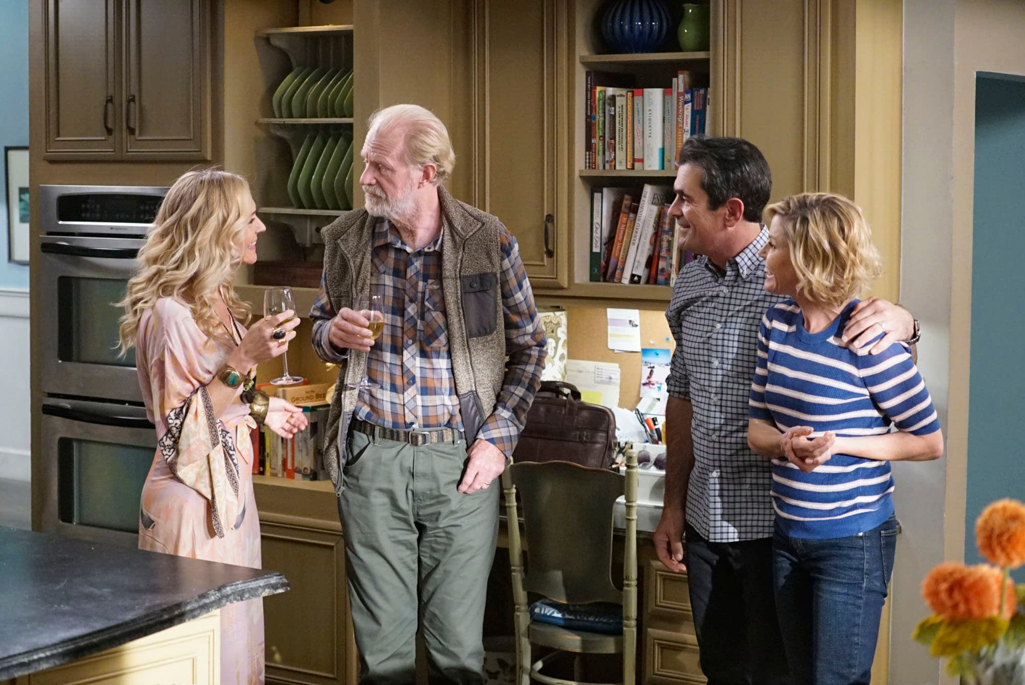 "A Modern Family modern family"" s11 ""tree's a crowd"": dunphy family affairs"