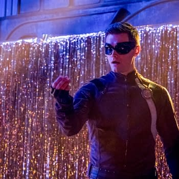 "Flash -- ""The Elongated Knight Rises"" -- Image Number: FLA411b_0279b.jpg -- Pictured: Hartley Sawyer as Dibney/Elongated Man -- Photo: Katie Yu/The CW -- © 2018 The CW Network, LLC. All rights reserved"