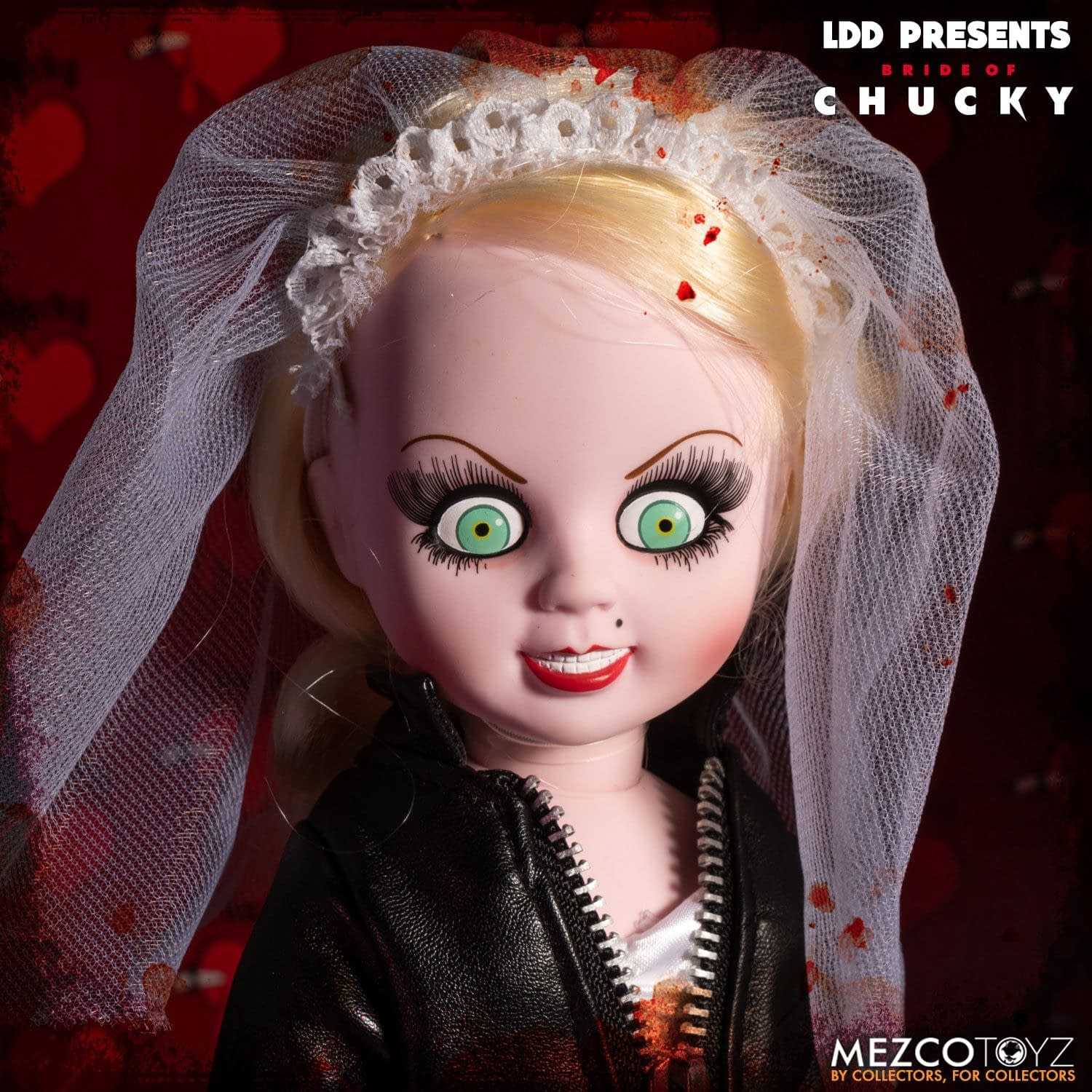 Chucky and Tiffany Show Their Love with new Mezco Dolls