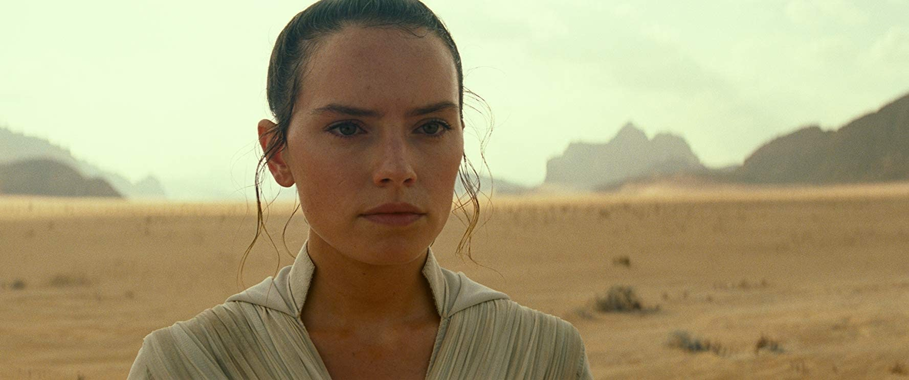 """""""Star Wars"""": Daisy Ridley Says Filming """"The Rise of Skywalker"""" was """"the Best"""""""