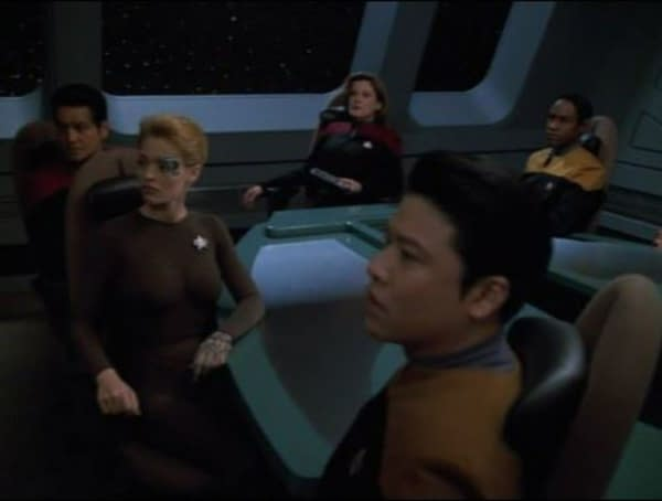 Robert Beltran, Jeri Ryan, Kate Mulgrew, Garrett Wang, and Tim Russ in Star Trek: Voyager. Image courtesy of ViacomCBS