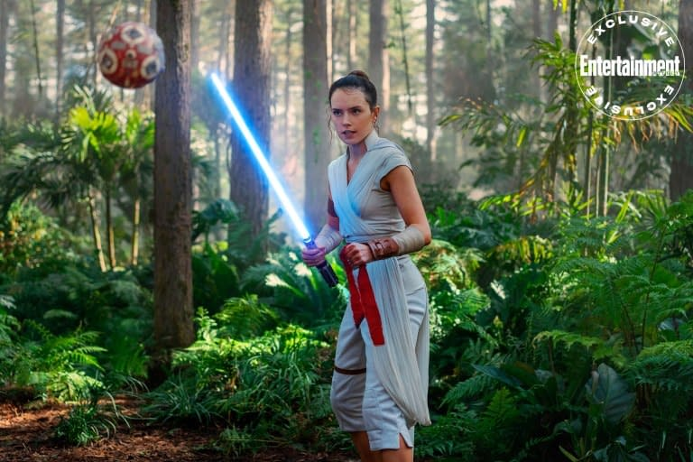 """""""Star Wars"""": 8 New Photos from """"The Rise Skywalker"""" Reveals First Look at Richard E. Grant"""