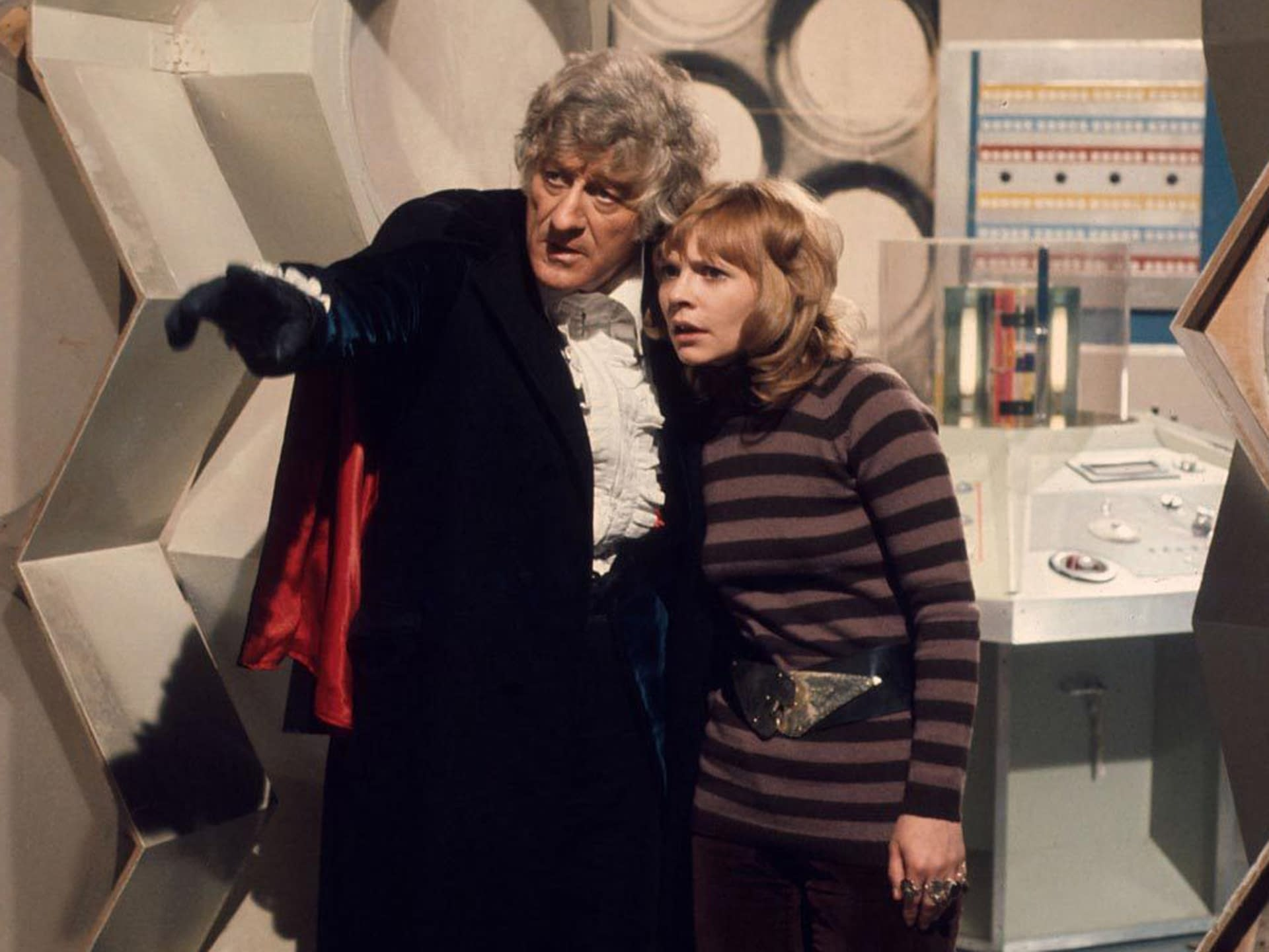 """""""Doctor Who"""": Third Doctor Jon Pertwee Honored by His Son, Sean [VIDEO]"""