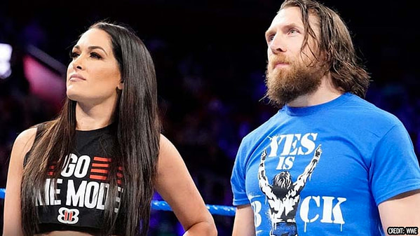 Daniel et Brie sur le ring, gracieuseté de la WWE.