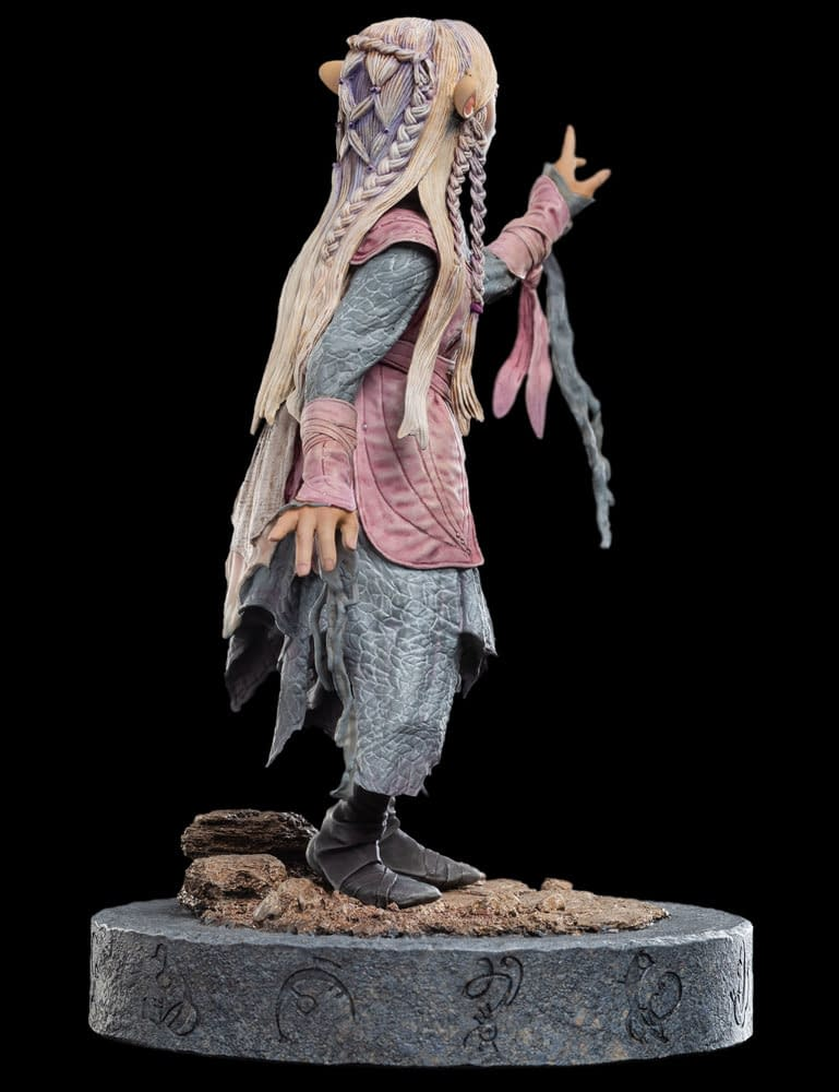 """Dark Crystal: Age of Resistance"" Gets a Statue from Weta Workshop"