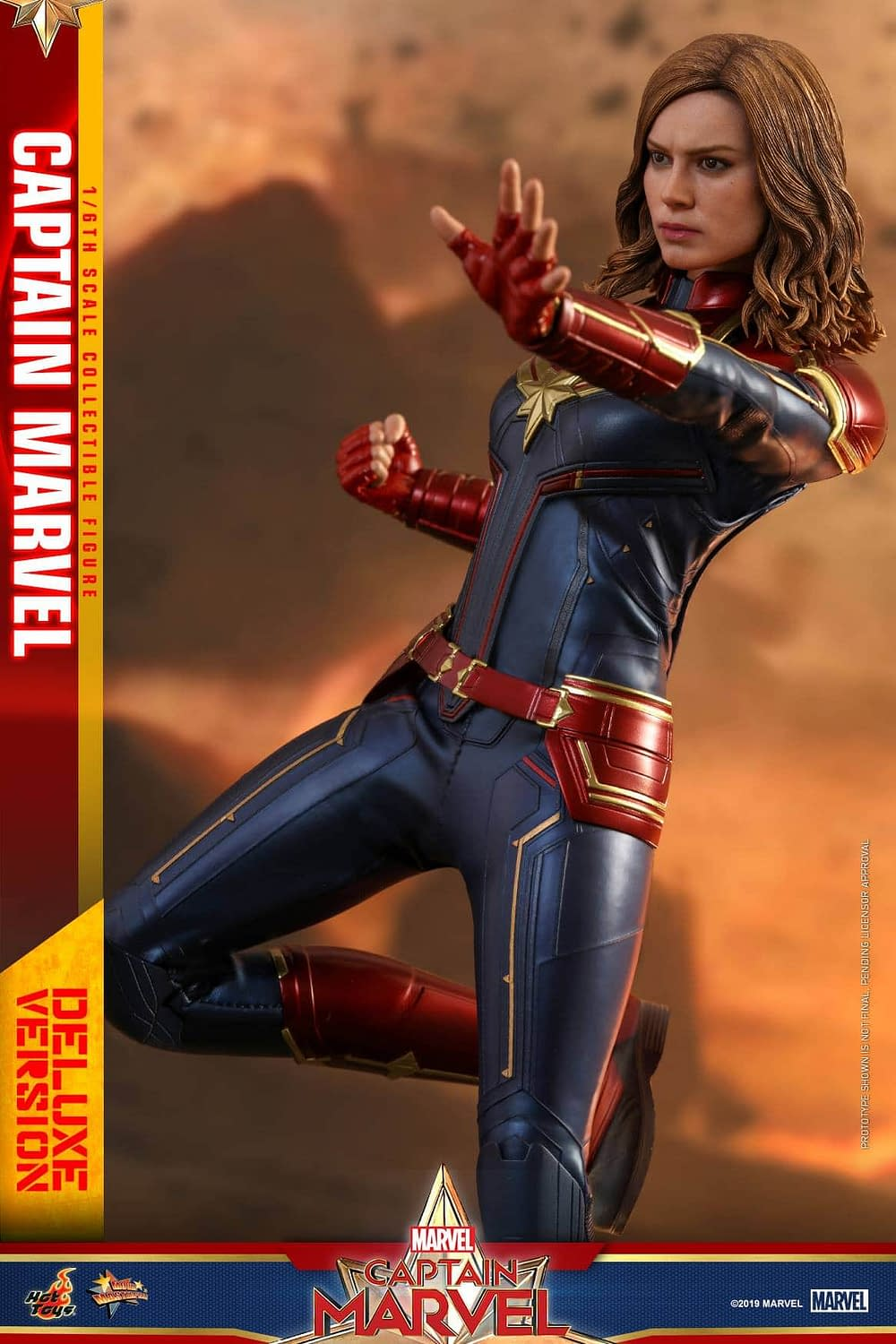 Hot Toys Captain Marvel 24
