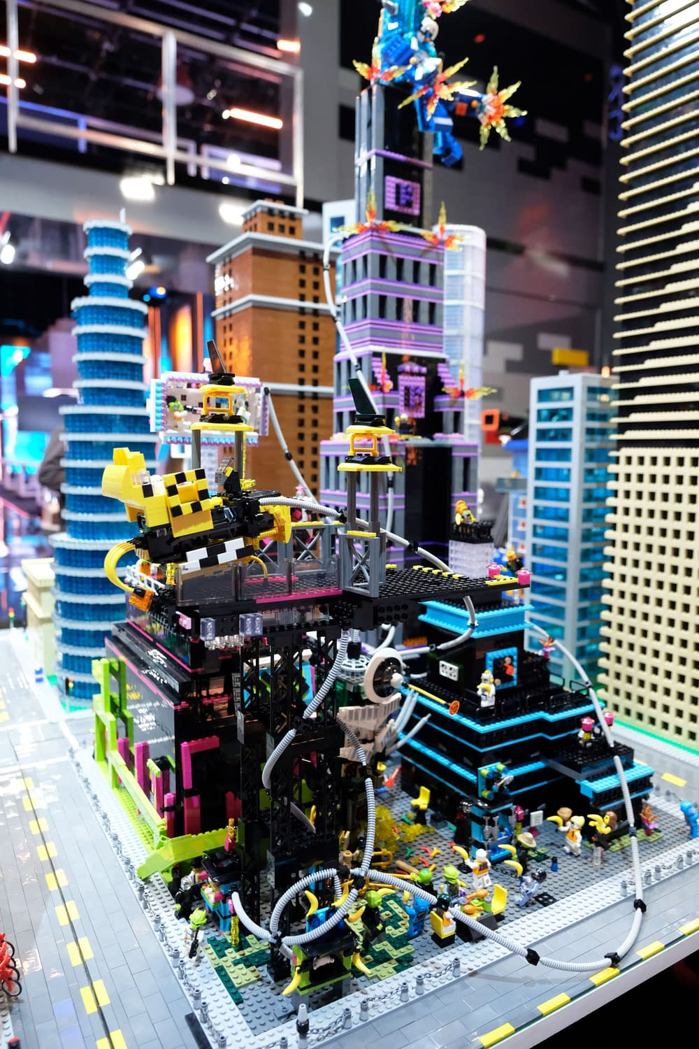 """LEGO Masters"" Season 1 ""Mega City Block"": It's All About World-Building This Week [PREVIEW]"