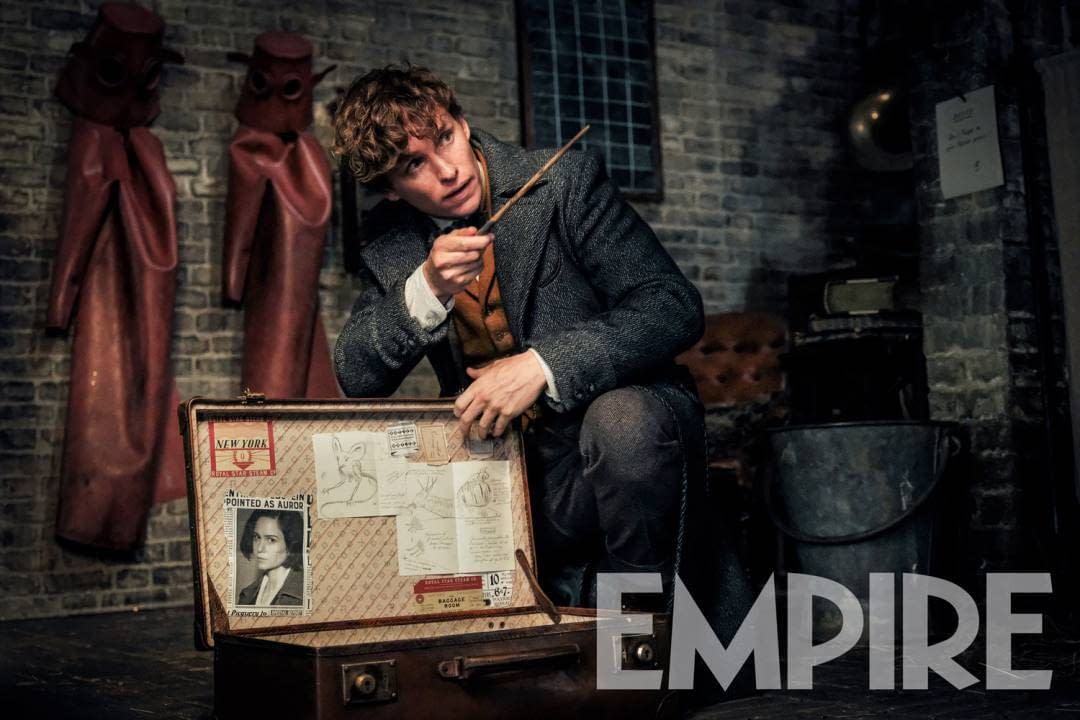 New Image of Newt Scamander in Fantastic Beasts: The Crimes of Grindelwald