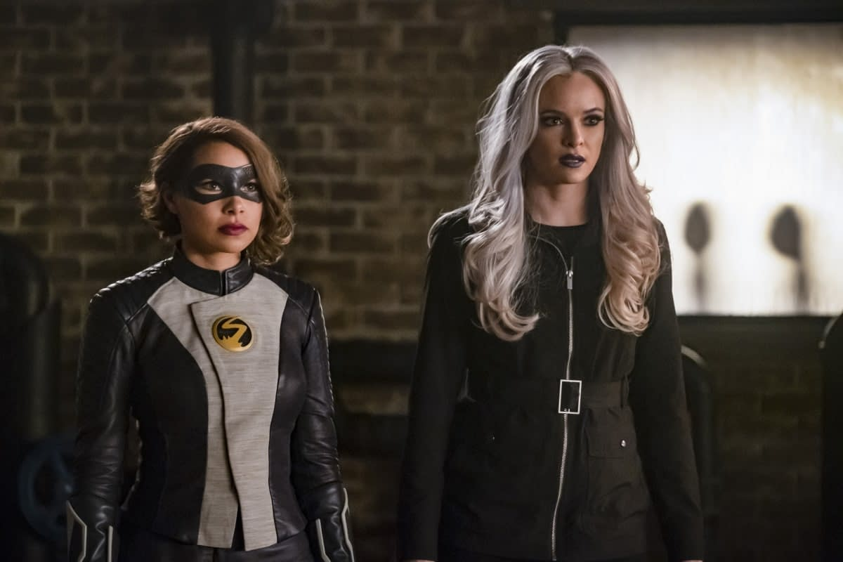 """'The Flash' Preview: """"Cause and XS"""" Leads to Time Travel Misadventures [VIDEO, IMAGES]"""