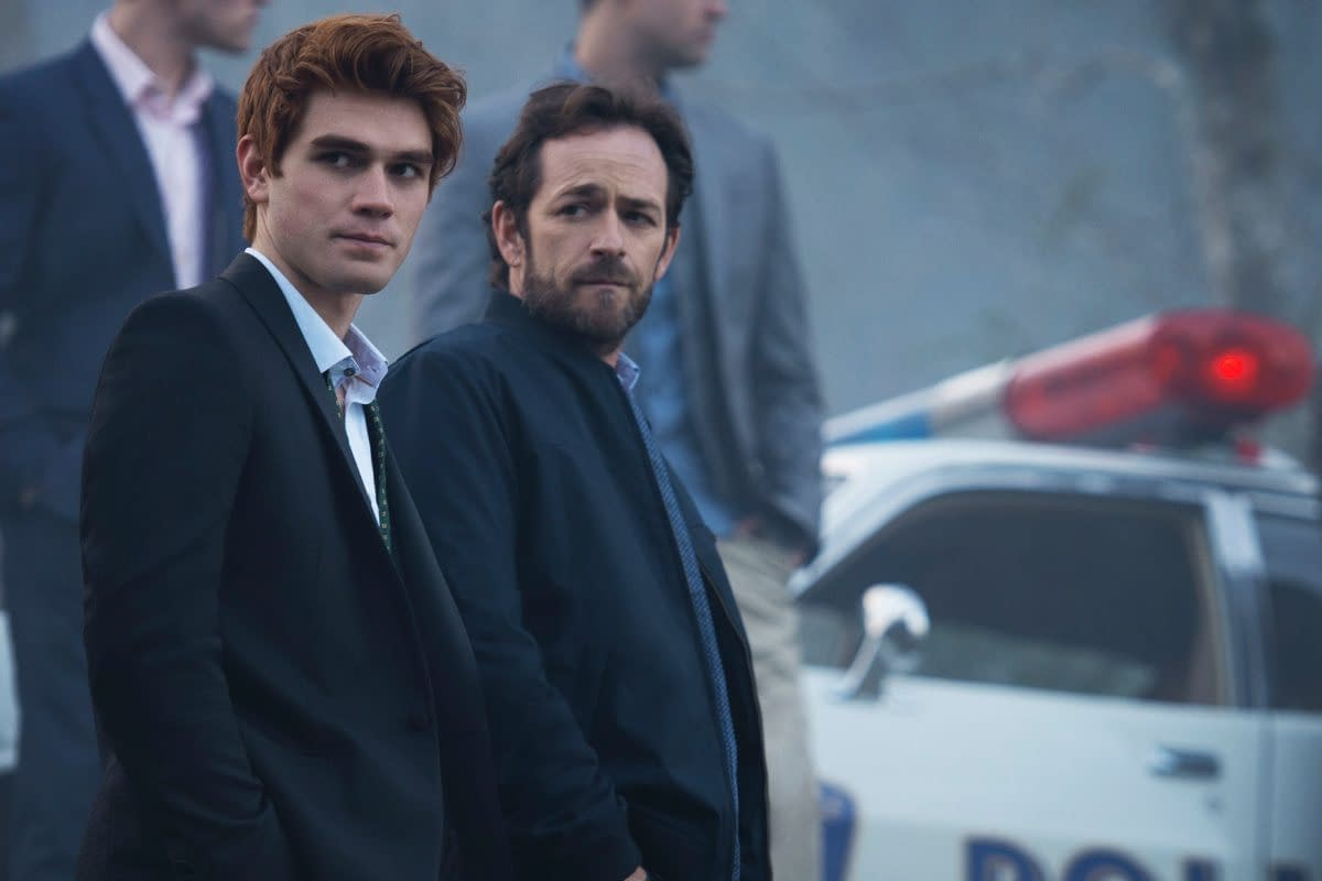 """Riverdale"" – 5 Moments Luke Perry's Fred Andrews Proved He Was the Best Ever"