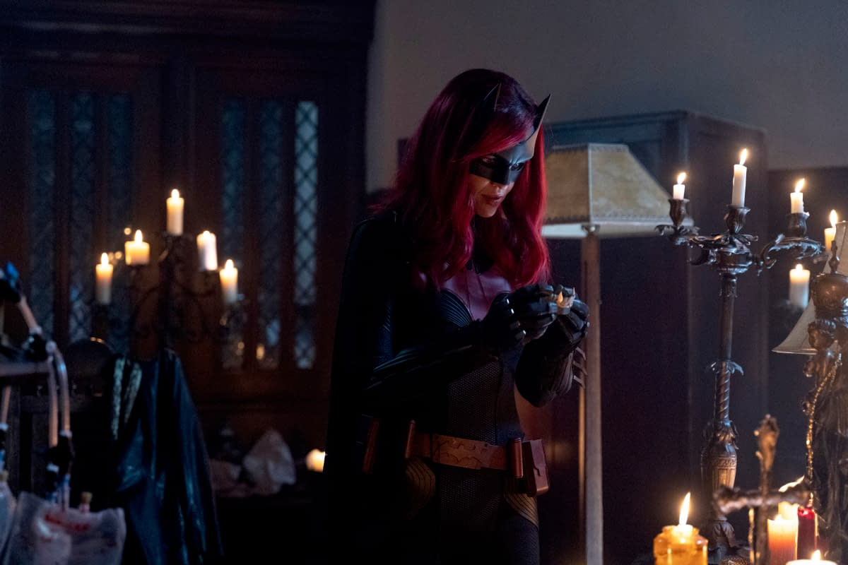 """""""Batwoman"""" Season 1 """"Drink Me"""": Kate & Alice – Working Together? Things Must Be Bad… [PREVIEW]"""