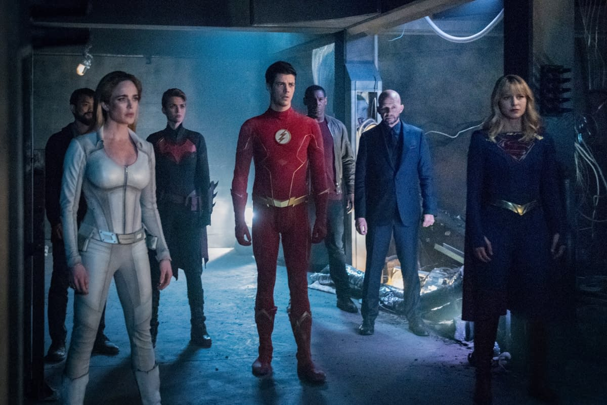 """Crisis on Infinite Earths: Part Four"" Giant Stakes, Big Cameos, and Huge Climactic Battle Fitting Goodbye for ""Arrow"" Amell [SPOILER REVIEW]"