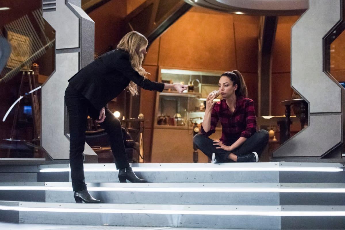 """""""DC's Legends of Tomorrow"""" Season 5 """"A Head of Her Time"""": Sara Makes Ava """"Interim Captain"""" – No Pressure [PREVIEW]"""