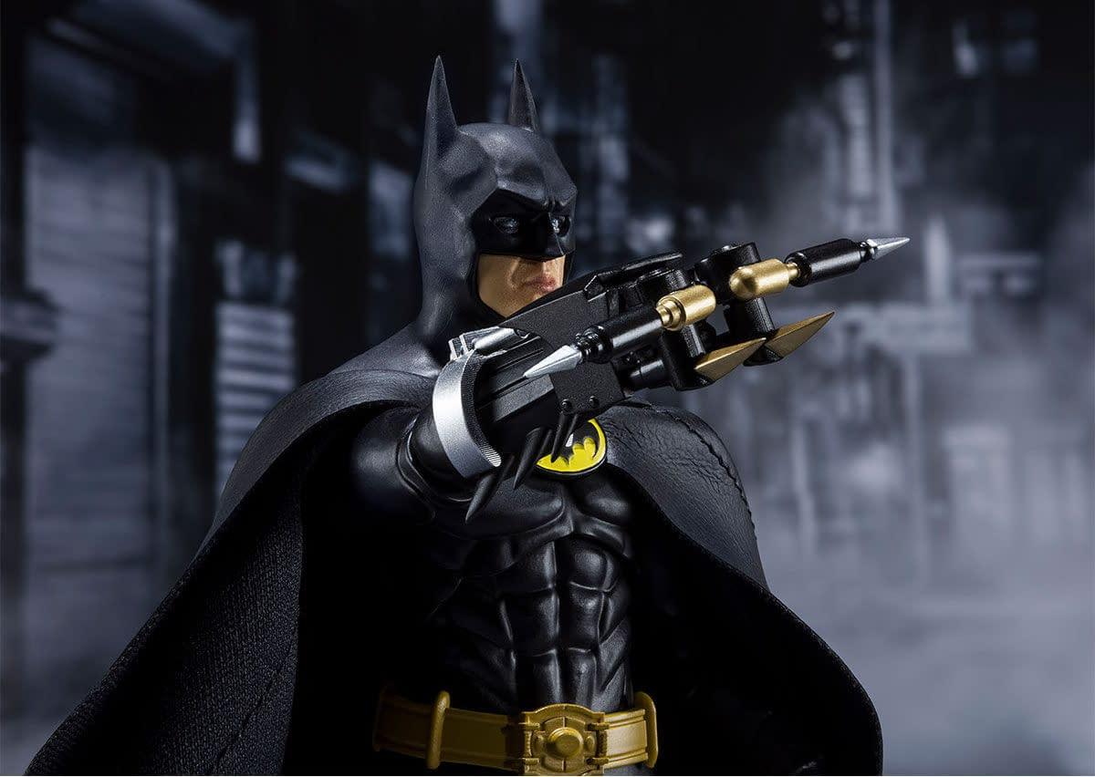 SH-Figuarts-1989-Batman-005