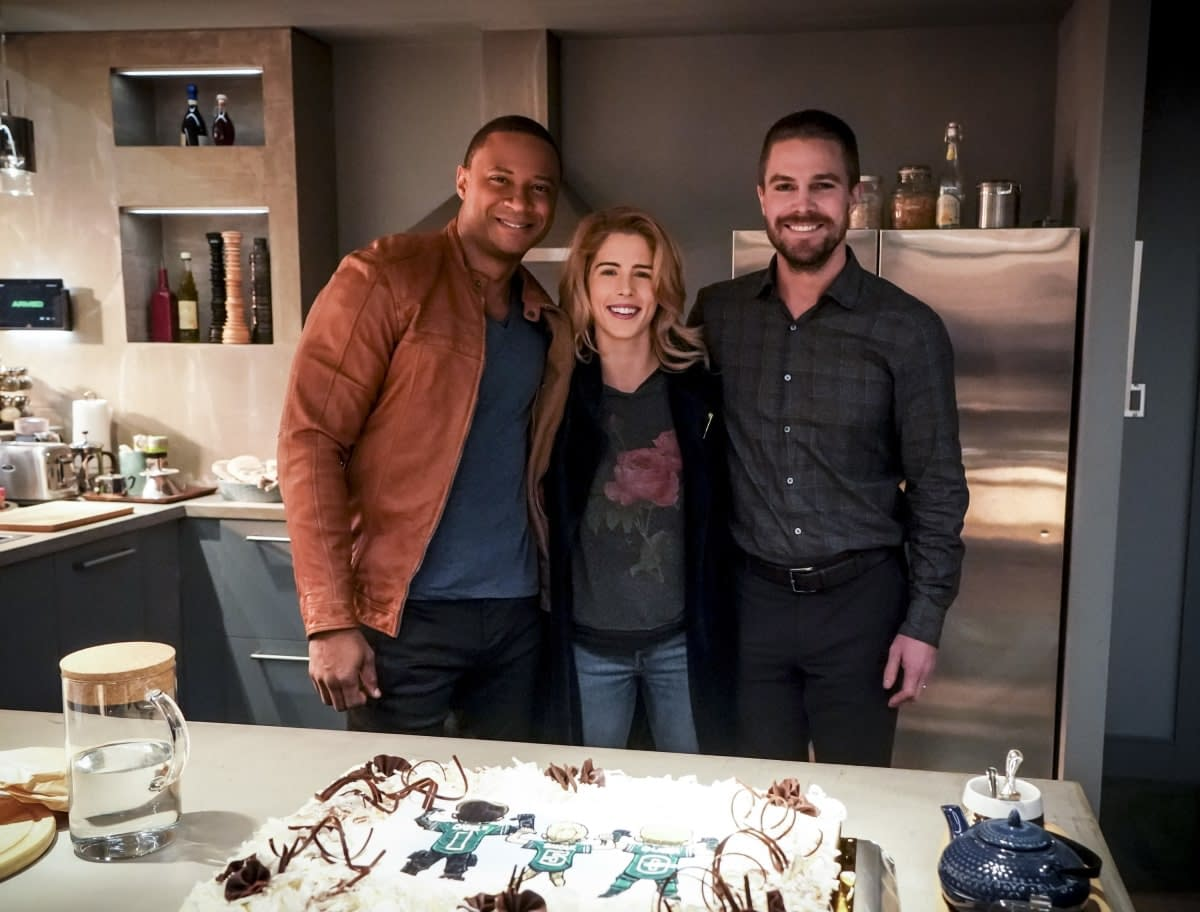 """'Arrow' 150th Episode """"Emerald Archer"""" Preview: For Oliver, It's Lights! Camera! Too Much Action!"""