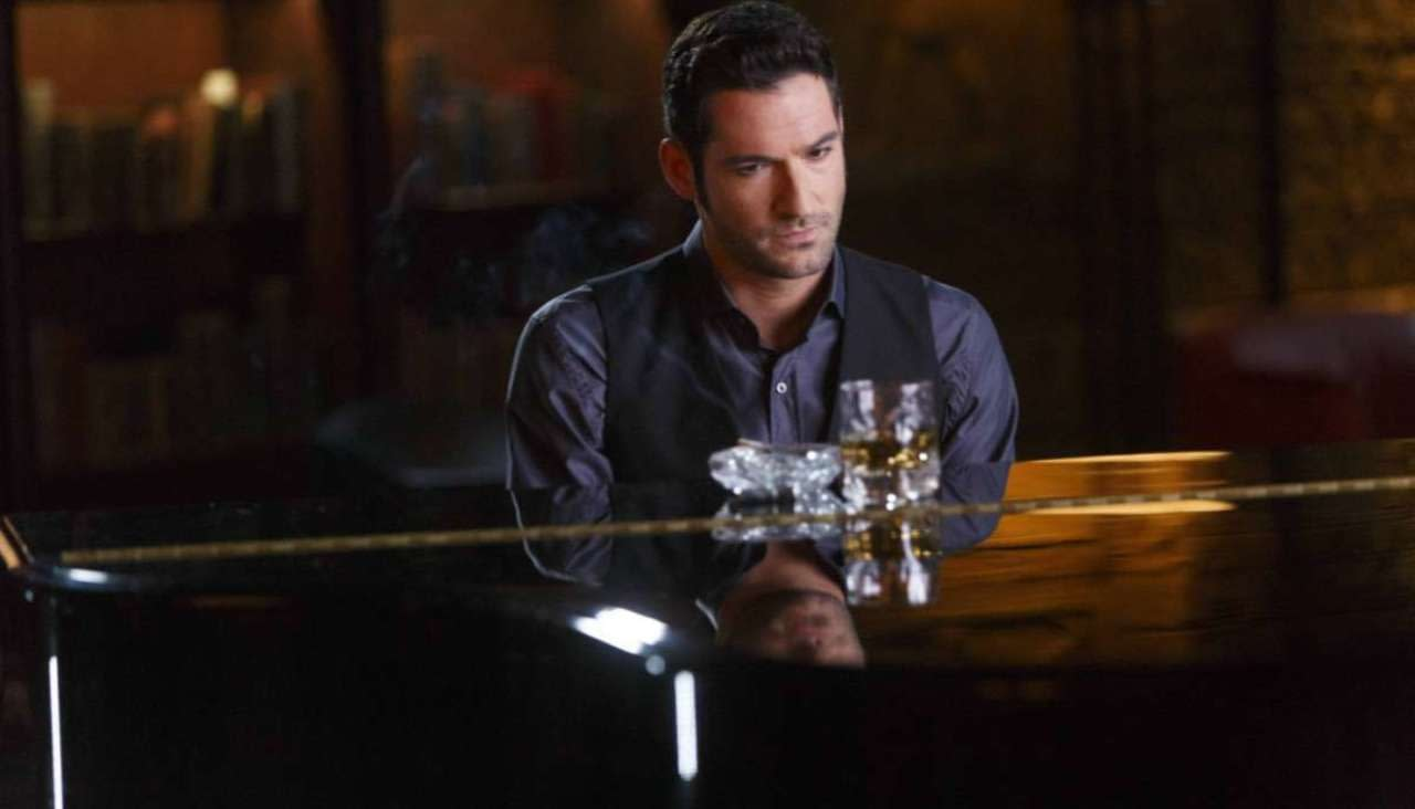 Tom Ellis tickles the ivories on Lucifer, courtesy of Netflix.