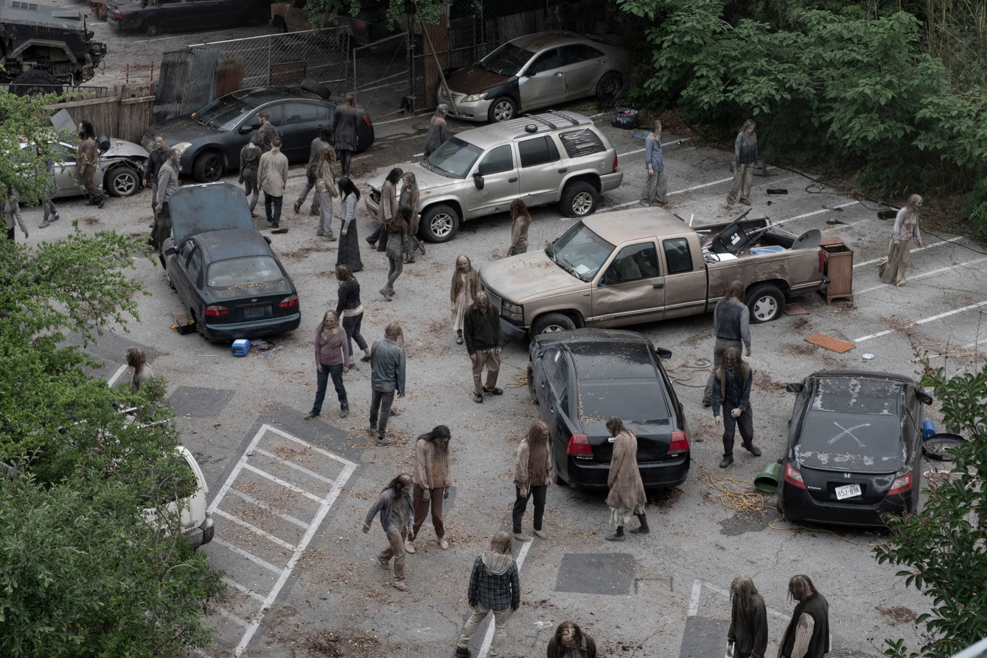"""""""Fear the Walking Dead"""" Season 5 """"Ner Tamid"""": Check Out Episode's Opening Minutes Here! [PREVIEW]"""