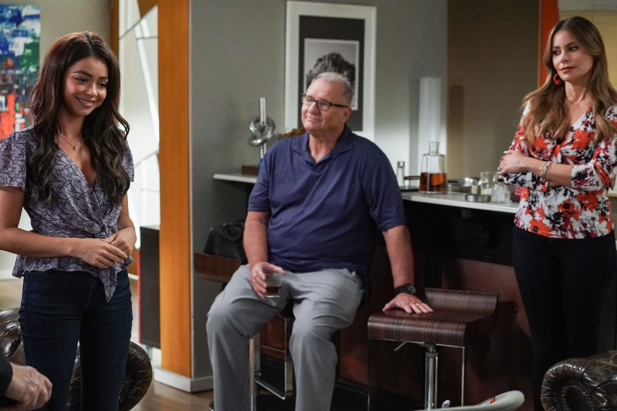 """""""Modern Family"""" Season 11 """"A Game of Chicken"""": The Power of Christ Compels Gloria! [PREVIEW]"""