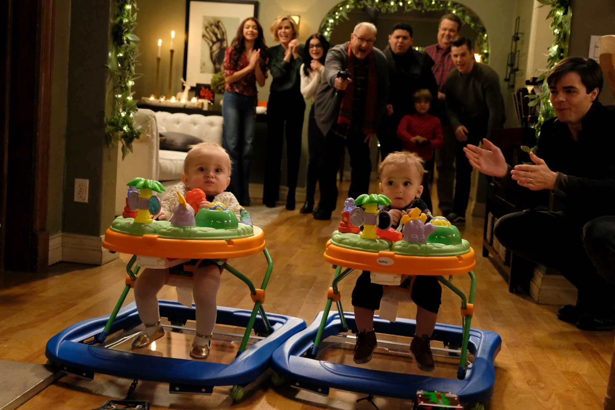 """""""Modern Family"""" Season 11: Will """"The Last Christmas"""" Find Cam, Mitch & Lily Missouri-Bound? [PREVIEW]"""