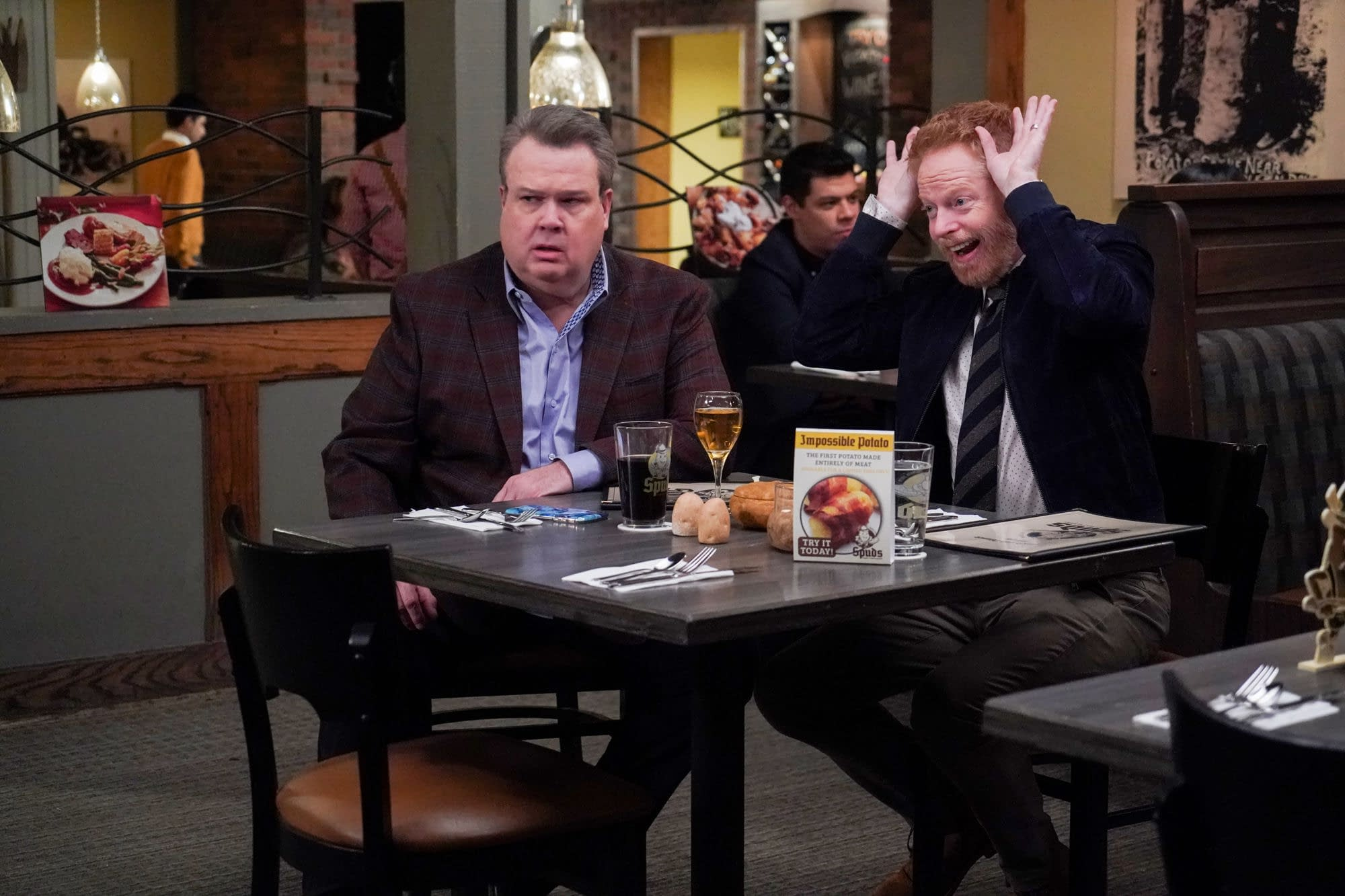 """""""Modern Family"""" Season 11 """"Spuds"""": The Parent(s) Trap? [PREVIEW]"""