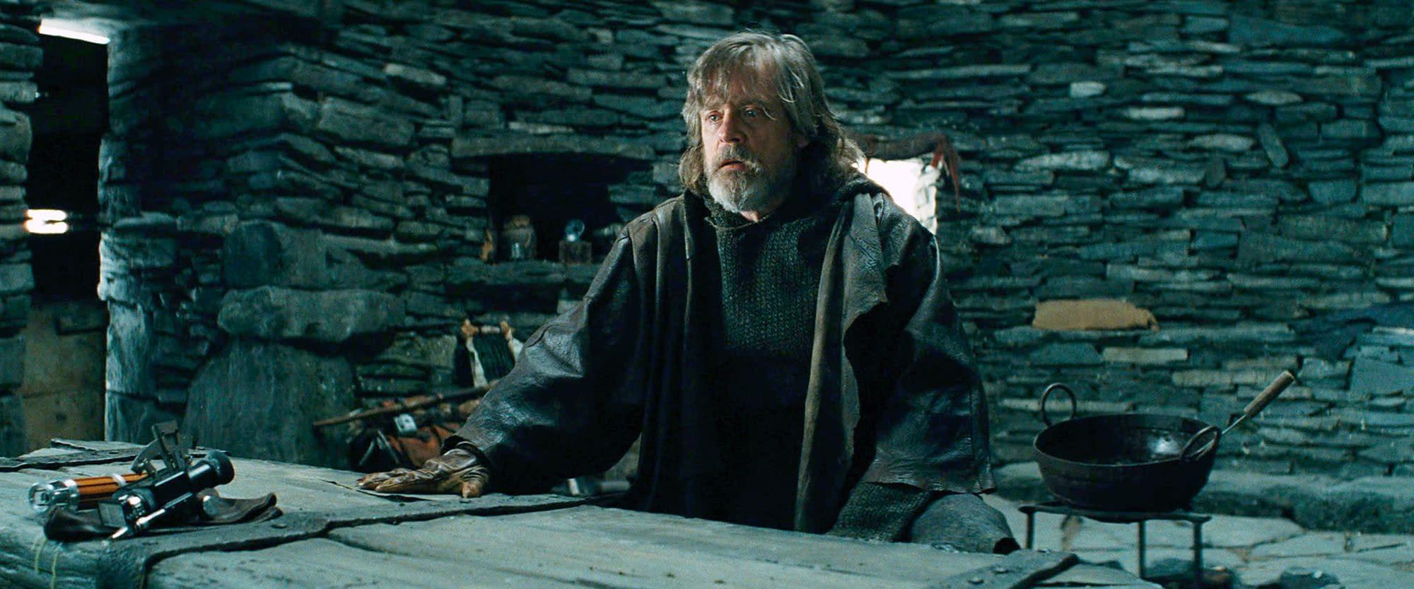 Mark Hamill Wants Luke Skywalker to Be a Spooky Force Ghost