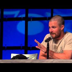 Arrow Fans &#8211 Full Panels for Stephen Amell John Barrowman and Manu Bennett From Phoenix Comic Con 2014